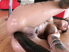 Breathtakingly beautiful breathtaker Bonnie Rotten is curious
