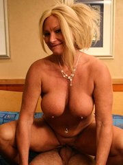Mature housewife gets dirty with her hunk lover and got her snatch slammed after giving a blowjob