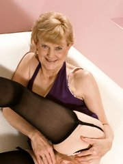 Grey haired mature model spreading her sagged thighs to show off her hirsute pussy live